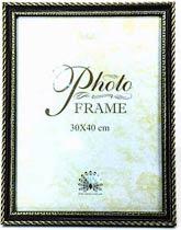 Фото товара Рамка для фото 30*40 см, пластмассовая с золотистым узором