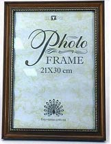 Фото товара Рамка для фото 21*30 см, пластмассовая, широкая, с золотистым узором